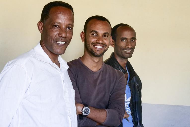 """""""Ymmärrämme, että meillä on vielä paljon tehtävää opetuksen kehittämiseksi. Samalla tiedostamme, että voimme tehdä paljon"""", sanoo EIT:n opettajakoulutuslaitoksen dekaani Khalid Mohamed (kesk.). Kuvassa myös Zacharias Zemichael (vas.) ja Petros Woldu."""