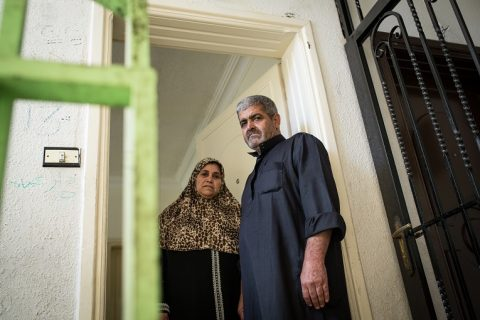 Mona och Ahmed Mahmoud al-Hasan bor i östra Amman med sina sex söner. Parets fyra döttrar är bortgifta.