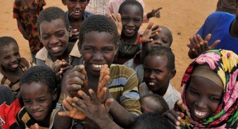 I Kenya kampar man för att overleva