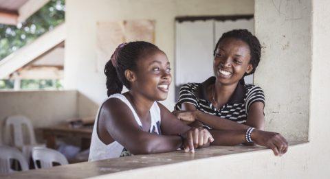 Wivine ja Mirimo Ugandassa Rwamwanjan pakolaisalueen ammattikoulussa.