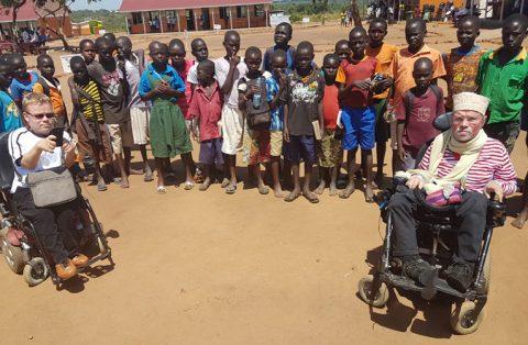 Kalle Könkkölä ja Tuomas Tuure sanovat arvostavansa, että Kirkon Ulkomaanapu ja World Vision ovat ottaneet vakavasti sen, miten juuri vammaisia pakolaisia voitaisiin auttaa kriiseissä.