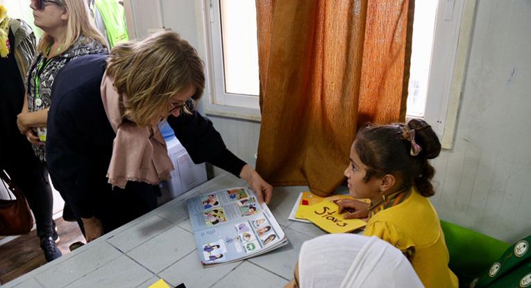 Tyttöjen englannintaidot tekivät vaikutuksen Henna Hakkaraiseen.