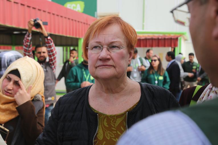 Presidentti Tarja Halonen saapui Za'atarin pakolaisleirille tiistaina 20. helmikuuta. Halonen suree sitä, että kansalaisjärjestöjen rahoitus on Suomessa merkittävästi laskenut. Kuva: Mohammed Barhoum