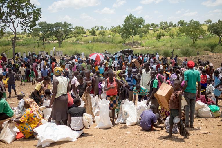 Ugandassa kuukausittain jaettavia ruoka-annoksia on pakolaisten valtavan määrän takia jouduttu vähentämään ja moni perhe syö vain yhden kunnon aterian päivässä. Kuva: Kirkon Ulkomaanapu / Tatu Blomqvist