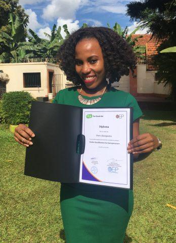 Ugandalainen Doris perusti KUA:n ja OEP:n yrittäjyyskoulutuksen aikana oman verkkokaupan.
