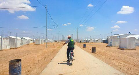 Abu Hashem matkalla kotiinsa Azraqin pakolaisleirillä Jordaniassa.