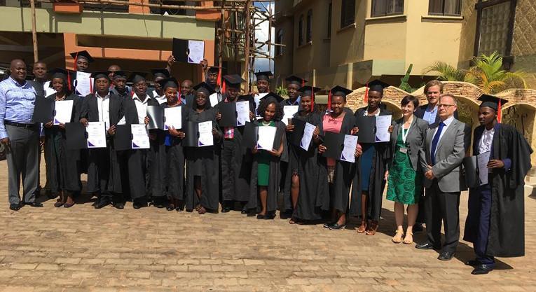 KUA:n ja OEP:n yhteishankkeessa koulutettiin 20 nuorta tulevaa yrittäjää Ugandassa.