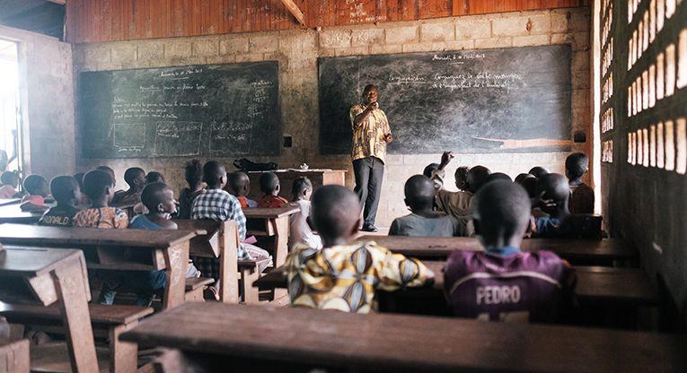 KUA edistää lasten koulutusta Keski-Afrikan tasavallassa rakentamalla ja kunnostamalla luokkahuoneita.