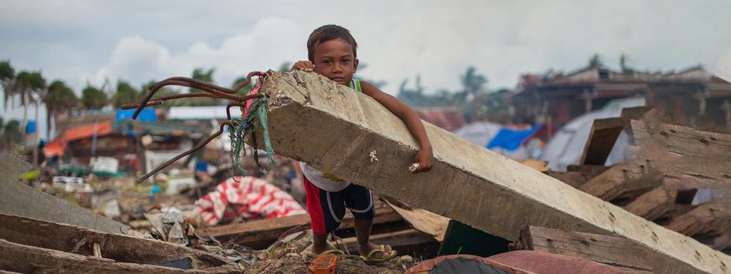 Auta Filippiinien supertaifuunin uhreja