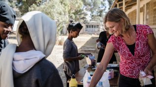 Opettajat ilman rajoja verkosto vie suomalaista koulutusosaamista Afrikkaan ja Aasiaan