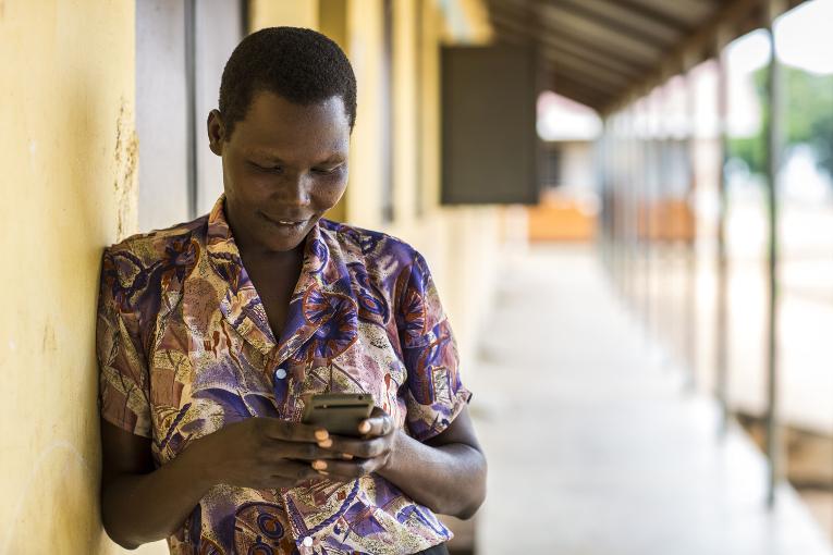 KUA tarjoaa mobilimentorontia koulutuksen edistämiseksi ja opetuksen laadun parantamiseksi Ugandassa.