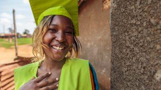 Nalumarisi Shariman opiskeli kampaajaksi Kirkon Ulkomaanavun ammattikoulutuskurssilla Ugandan suurimmassa slummissa Katwessa. Kuukausilahjoittajana tuet Nalumarisin kaltaisia nuoria.