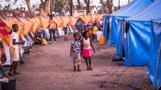 Moni perhe menetti kaiken rajun hirmumyrskyn ja tulvien seurauksena Mosambikissa.