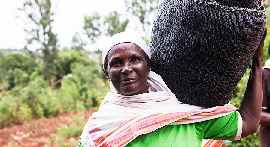 Yhtiestyö Mifukon kanssa on tuonut Kenian naisyhteisöille tärkeää lisätoimeentuloa.