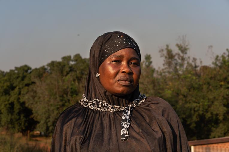 Lukutaito-opiskelija ja kuuden lapsen äiti, Nafissa Yaya.