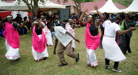Ugandassa juhlittiin keväällä 2019 valmistujaisia, kun 32 opiskelijaa sai suomalaiset yrittäjän ammattitutkinnot.