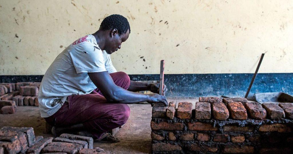 Etelä-Sudanilainen ammattikouluopiskelija Jubassa.