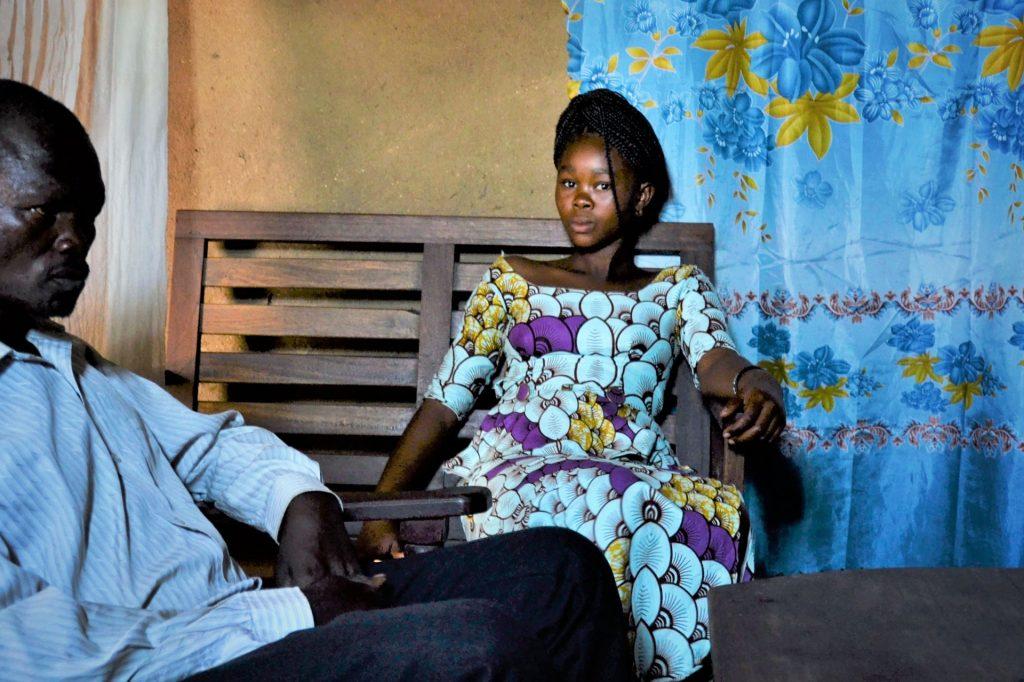 Kongolainen Esther Mawe Birungi haaveilee jatkavansa yläkoulun jälkeen opiskelua lukiossa ja yliopistossa.