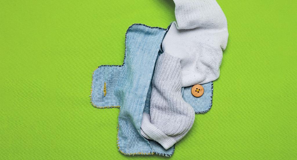 Kuukautissiteen virkaa toimittava sukka.