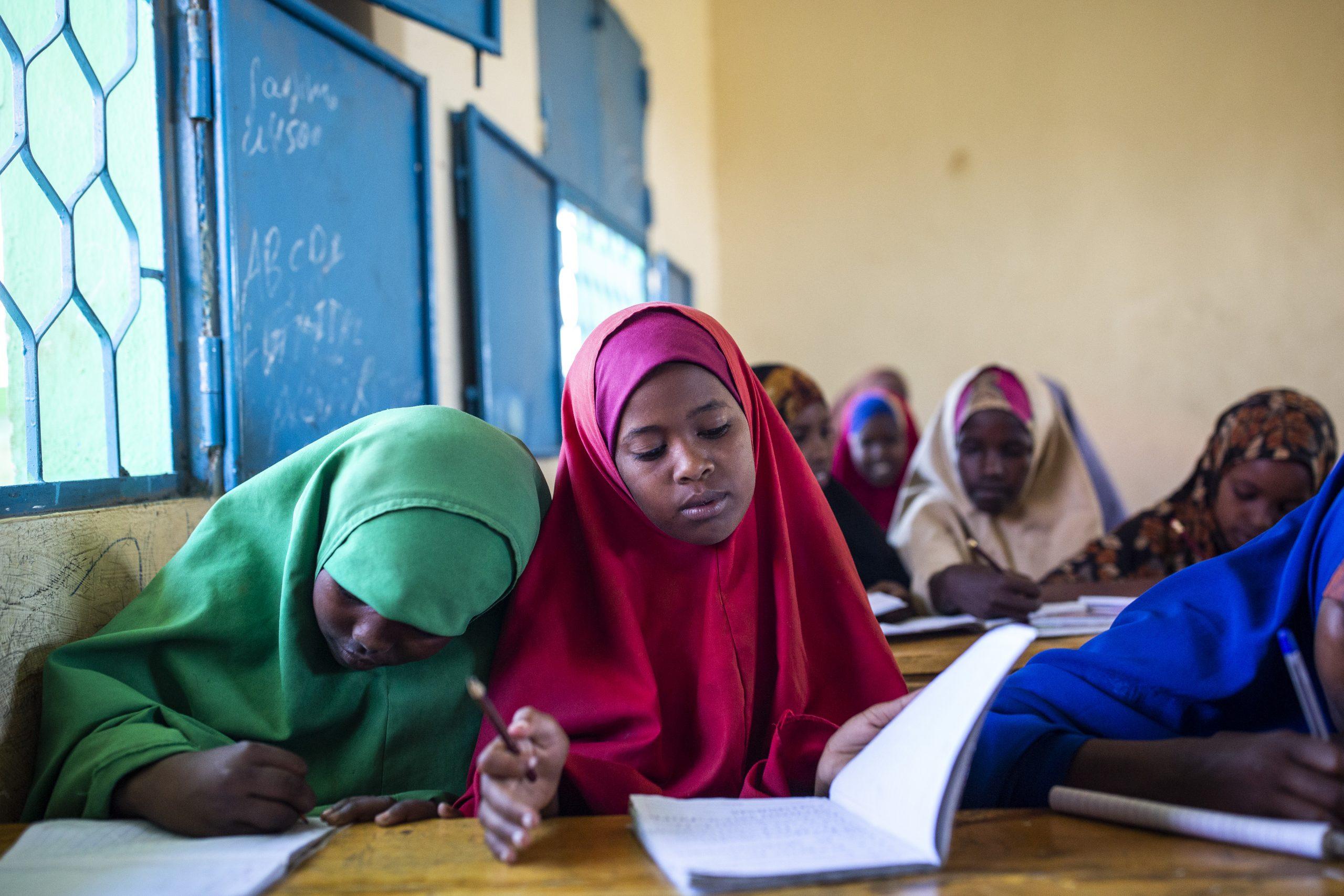 Koulutyttöjä Somaliassa School Girls in Somalia
