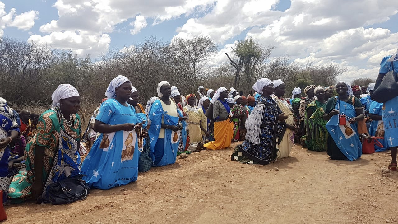 The women of Marakwet and Pokot gathering in prayers for peace.