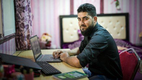 Etätyökulttuuri avaa uusia työmahdollisuuksia pakolaisille – KUA ja Startup Refugees aloittivat yhteistyön Zaatarin pakolaisleirillä